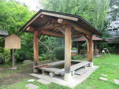 カラコロの足湯。 長野県・千曲市協力のもと、この温泉地区の住民が作って管理している足湯なんだそうです。