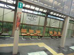 11:42 戸狩野沢温泉の次の駅、上境に停車。  大正12年:飯山鉄道の飯山 - 桑名川間延伸開業時に野沢温泉駅として開業。 昭和19年:運輸通信省(国鉄の前身)の国有化と駅名を上境駅に改称。 実は、野沢温泉最寄り駅は3.8km離れているコチラの駅なのですが、公共交通機関がなく、歩いて1時間ほどかかります。