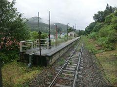 11:49 上桑名川駅。 昭和6年:飯山鉄道の駅として開業し、昭和19年国有化とともに廃止。 そして、昭和26年国鉄により再び開業した駅です。  乗降客ゼロでした。