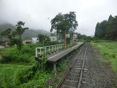 11:57 西大滝駅。 大正12年:飯山鉄道の駅として開業しました。  乗降客ゼロ。 小さな無人駅が続きます。