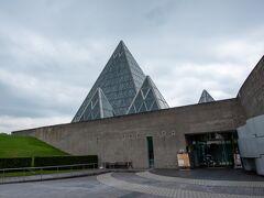 トンネルを出てピラミッドが特徴的なサンドミュージアムを見て来ました