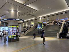 前日の到着が遅かったのでゆっくり目の時間に 大阪梅田から阪急電車で箕面に向かいます。