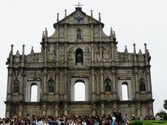 マカオの世界遺産の中でも有名な「聖ポール天主堂」。 火災のせいで、前の壁(ファサード)しか残っていません。