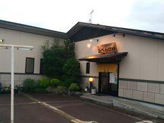 和洋創作料理 べんけい 鶴岡駅から徒歩5分ほど。 連休中ということもあってか、お店はほぼ満席でしたがカウンターが一席空いていたので座ることができました。後から来た方が何組か断られていたので予約はしておいた方がいいかも。