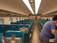 新大阪駅着  乗車率、二割ってとこですかねえ。 先月よりは多いけど。