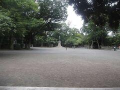 有栖川宮識仁親王騎馬像前の広場