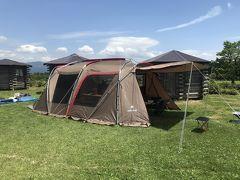 いいお天気のキャンプ場に到着。 さっそくテントを設営