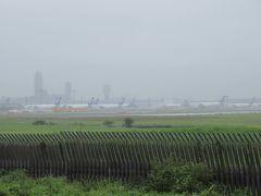 さくらの山です。 あいにくの雨。雨で煙っています。 晴れていたら、良く見えていたのだろうな。 さくらの山から、成田国際空港の、駐機している飛行機や、離陸する飛行機が見れました。