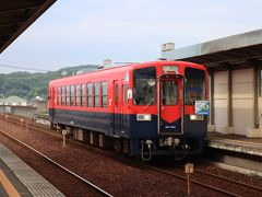 水島では・・・郵便局訪問を優先したので・・・栄駅前のマンホール蓋は次回に・・・(とは言っても、歩くルートを少し変えればよかったのに・・・後悔) 弥生駅から倉敷市駅に戻ります。弥生駅に到着する列車、50周年記念塗装車。
