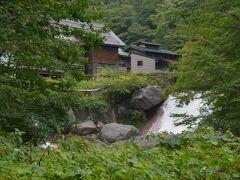 峠駅から送迎車で15分、滑川温泉の福島屋旅館さんに着きました。 峠駅から5キロくらいでしょうか。標高は850m、峠駅から230m登ったことになります モチロン1軒宿です。