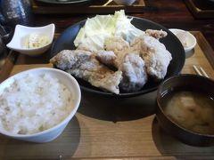 松本で現地集合、まずランチ 松本といえば山賊焼ですね(画像は唐揚げ定食です)