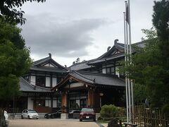 一度は泊まってみたい奈良ホテル♪ 坂道を登って写真だけ取らせてもらいました。