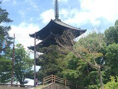 さてそろそろ良い時間~♪ という事でホテルに向かいます。  興福寺の境内を抜け、五重塔横の階段を下ったら…
