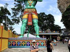 KLセントラル駅から30分くらいのバトゥケイブ。ヒンズー教の立派な寺院。