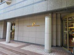 10分弱、タクシー料金1300円で海沿いの鎌倉パークホテルに着きました。