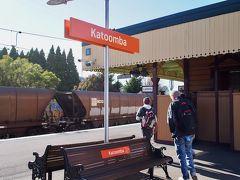 カトゥーンバ駅で下車します。 冬のシドニーは思ったより暖かいな、と思っていたけど、ここはブルーマウンテンズ。気温は9℃で、寒い!