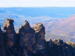 エコーポイントに到着。 ブルーマウンテンズ最大の見所である、スリーシスターズという名前が付いている三つの岩を鑑賞します。