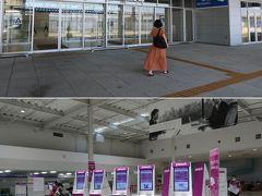 第2ターミナルからの出発 今日は予定通りのフライトの様子 先日の北海道旅行のシステム障害の為の遅延は無さそう  お昼ごろだと、こんなにも閑散としているのですね。 やっぱりコロナ禍、時早く空港に賑わいが戻ってほしいものです。