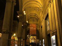 さて、この日の目的地はこちら「ボローニャ歌劇場Teatro Comunale」