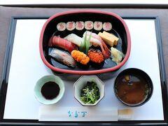 なだ万のにぎり寿司セット。 営業時間は11:30~14:00(L.O.)、17:00~19:00(L.O.)。  なだ万は飲食クレジット、STAYLONGERバウチャー対象外。