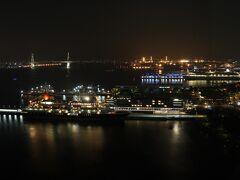 2108号室からの夜景。 横浜ハンマーヘッド、横浜ベイブリッジなど。