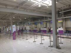 初の関空第二ターミナルからのフライト。GW初日やのに、カウンターも手荷物検査場もガラガラで、第一ターミナルよりもある意味便利かも(笑)。