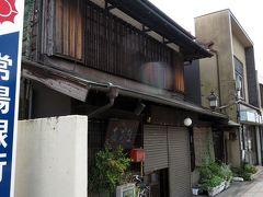 きそば東京庵店舗兼住宅。 この通り、昭和初期の有形文化財がずらりとならんですごい。