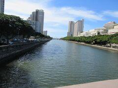 運河の水は綺麗でした。地図で見ると2本の川が流れ込んでいます。流れが分かるような波は立っていませんでした。