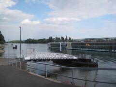 リューデスハイムに到着しました。 ホテルに荷物を置いたら、早速街散策。 こちらは船着き場。
