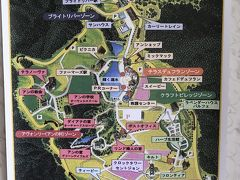<カナディアンワールド公園> 子供のころからあこがれていたアンの家。 事前に芦別市の観光協会に開いていることを確認して10時オープンに合わせて到着しました。 しかし(*_*; 自由すぎる見学のやり方に当初は翻弄されていましたが!だんだんそれが快感に(;'∀') これから行かれる方の参考になればと思います。 この地図を入れるのも一苦労。こちらは<テラノーヴァ>にある案内板をシャメしました。この地図を入手してから回りやすくなりました。  2020年6月にCW振興会による運営がスタートされたようです。