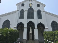 大浦天主堂  幕末の開国にともない、在留外国人のために建設されたゴシック調の教会です。現存する国内最古の教会です。