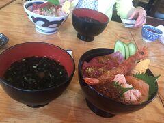早川港の小田原早川漁村の二階で海鮮丼 お昼美味しかったです。