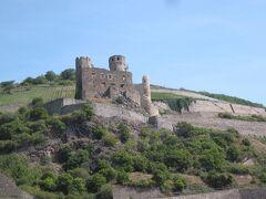 それから右手にはエーレンフェルス城が見えてきました。
