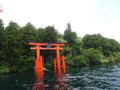実はスワンボート漕ぐの初めての我が家(;´∀`) キャーキャー言いながらなんとか目標の箱根神社に到着!