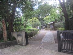 駅前から歩いて1分ほどで到着!都立殿ケ谷戸庭園です