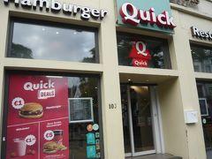 この日の夜ご飯はハンバーガー。ホテルから徒歩数分。