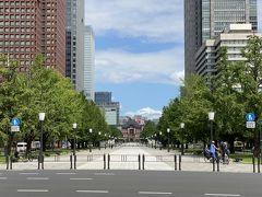 行幸通り。  人通りが少なかったので、東京駅が人で隠れることなくハッキリと見えました。