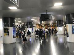 11時41分、JR奈良駅に到着。  ここからバスターミナルの東口2番乗り場に行き、10分後に来る春日大社本殿行きのバスに乗れば13分後に終点のバス停「春日大社本殿」に到着する。