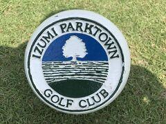 そして、2ラウンド目のゴルフ場へ 今日は泉パークタウンゴルフ倶楽部。 乗馬場や大きなゴルフ練習場も併設。 大きな施設でした。