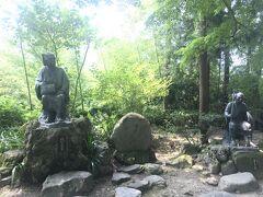 芭蕉と曽良の銅像がありました  閑さや岩にしみ入る蝉の声(しずかさや いわにしみいる せみのこえ)