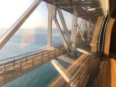 翌朝の景色、 岡山駅到着する直前くらいで目が覚めて 瀬戸大橋を通過するところでは 朝霧の幻想的な風景が続く窓の外を眺めてました。
