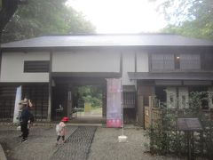 こちらは武蔵国分寺跡資料館 入口は旧本多家住宅長屋門 代々国分寺村の名主だった本多家の表門と千代当主の隠居所を兼ねて江戸末期に建築されたもの