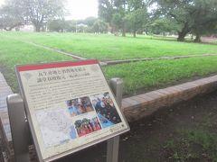 仁王門を抜けてそのまままっすぐ進んで行ったところには武蔵国分寺の跡があります 奈良時代に聖武天皇の詔勅により建てられた武蔵国分寺の跡です こちらは復元された講堂の基壇だそうで・・・