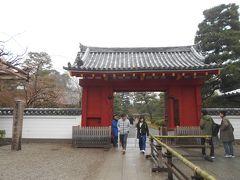 JR奈良線宇治駅、京阪宇治線宇治駅から徒歩約20分位のところにある世界遺産平等院鳳凰堂です。