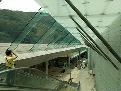 私の好きなポーラ美術館。 受付までのエスカレータは空と山、さらにガラスの透明感を感じられます。 特別な空間に来たような気がして、気分がアガる!  この日は、「モネとマティス もうひとつの楽園」展が開催されていました。 https://www.polamuseum.or.jp/