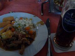 ここで名物「ネズミのしっぽ料理」の昼食