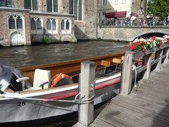 食後はブルージュの街並みをボートから楽しむことに。 確か30分ほどの乗船で10ユーロだったかと。