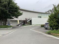 甲斐小泉駅のすぐ横には平山郁夫の美術館があります。シルクロードを描いた絵はかなり見応えはあると思います。