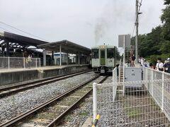 清里駅に到着。ここも電車がすれ違えるように上りと下りのホームが別になり、線路が2本あります。