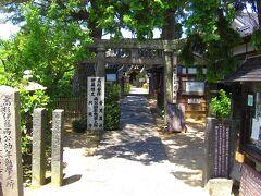 円政寺に来ました。 お寺なのに鳥居があるのは、同じ境内に神社もあるからだとか。 神社神道と仏教が一つに融合した神仏習合とは違うのでしょうかね。 高杉晋作と伊藤博文が幼少期にここで学んだり遊んだりしていたそうです。